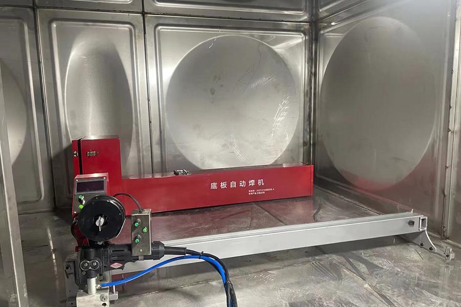 不锈钢水箱底板自动焊机